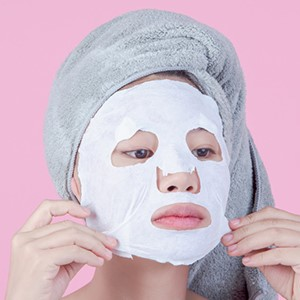 Hydrate with a sheet mask